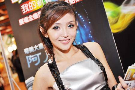 gadgets_show_girls_13.jpg