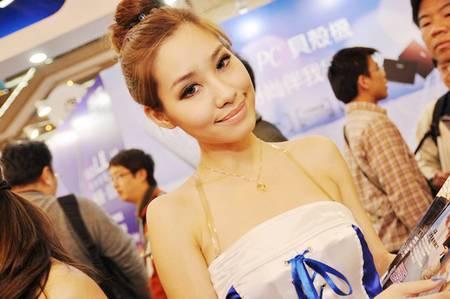 gadgets_show_girls_24.jpg