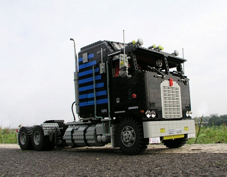 lego_optimus_prime_truck_3.jpg