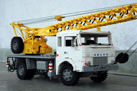 lego_optimus_prime_truck_4.jpg