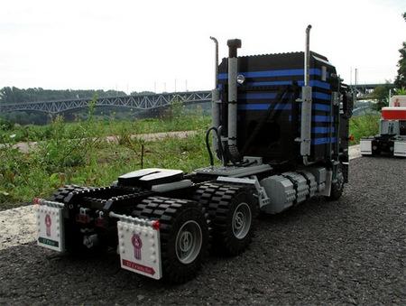 lego_optimus_prime_truck_5.jpg