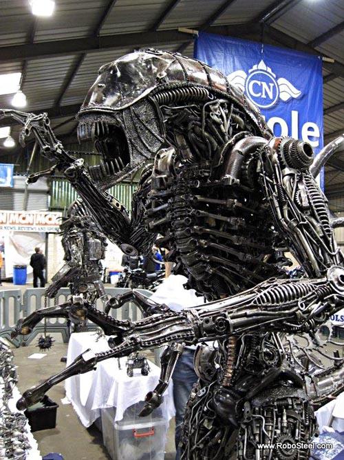 alien_robosteel_steel_sculptures_2.jpg