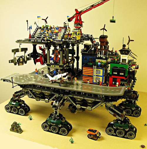 Amazing LEGO Crawler town by Dave DeGobbi