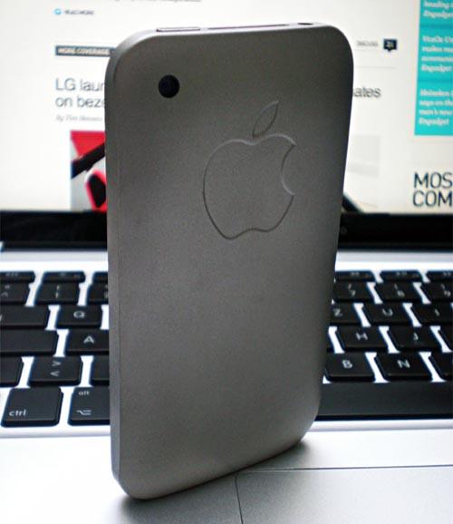 metal iPhone case by romazzino