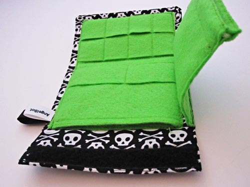 Gadgets Wallet in Skull for Your Many Gadgets