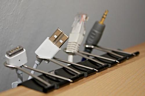 Binder clips organizes disorderly cables