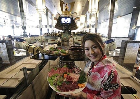Samurai robot for food delivery in Hajime Robot Restaurant