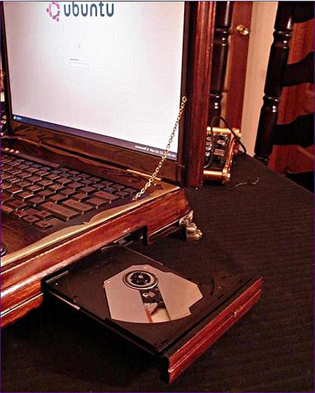 victorian_steampunk_laptop_by_retro_spector_5.jpg