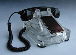iRetrofone Base iPhone dock bring you back the 1930's