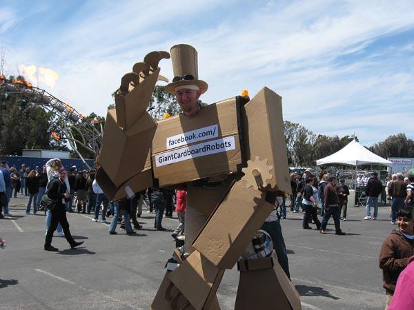 Amazing Giant Cardboard Robot