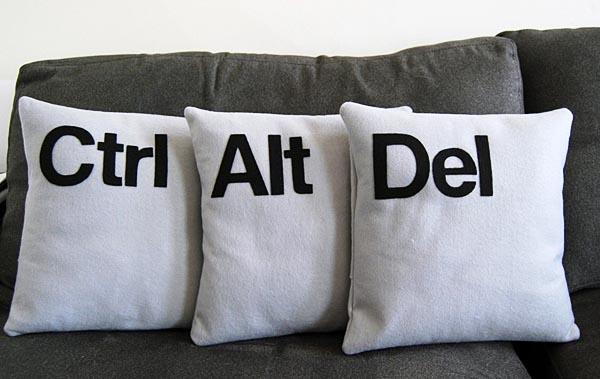 Ctrl Alt Del Pillow Set
