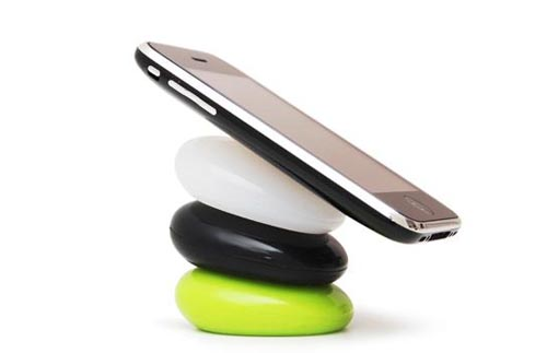 Smart Pebbles: a multifunctional cell phone holder