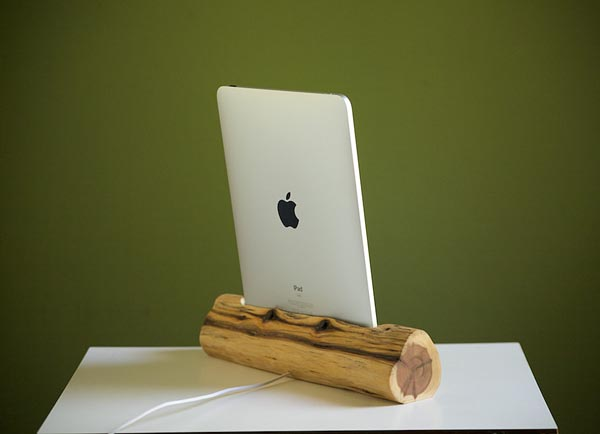 eco friendly wooden ipad docking station gadgetsin. Black Bedroom Furniture Sets. Home Design Ideas