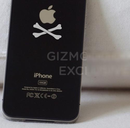 The First iPhone 4 Crossbones Decal