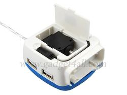 4-Port USB Hub Doubled As Cell Phone Charger