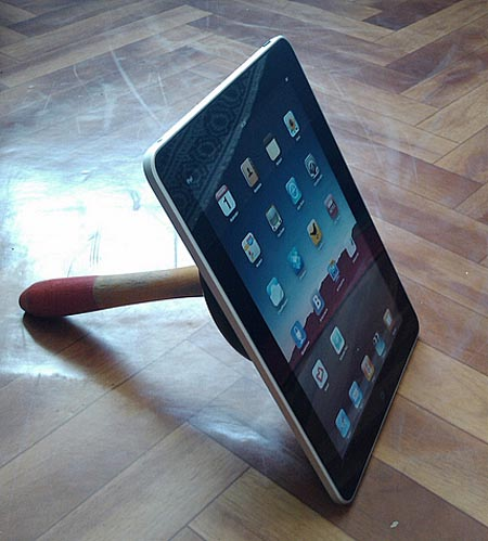 Awesome Free iPLUNGE iPad Stand