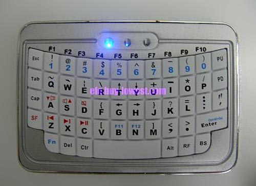 Credit Card-Sized EFO Mini Wireless Bluetooth Keyboard