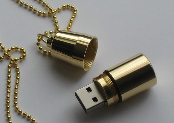 Locket Necklace Doubled as USB Flash Drive