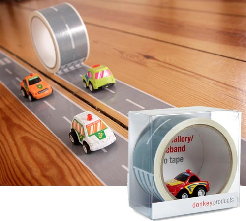 Play Racing Game by Using Autobahn Tape Kit and Race Car