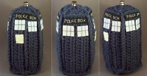 Doctor Who TARDIS Amigurumi