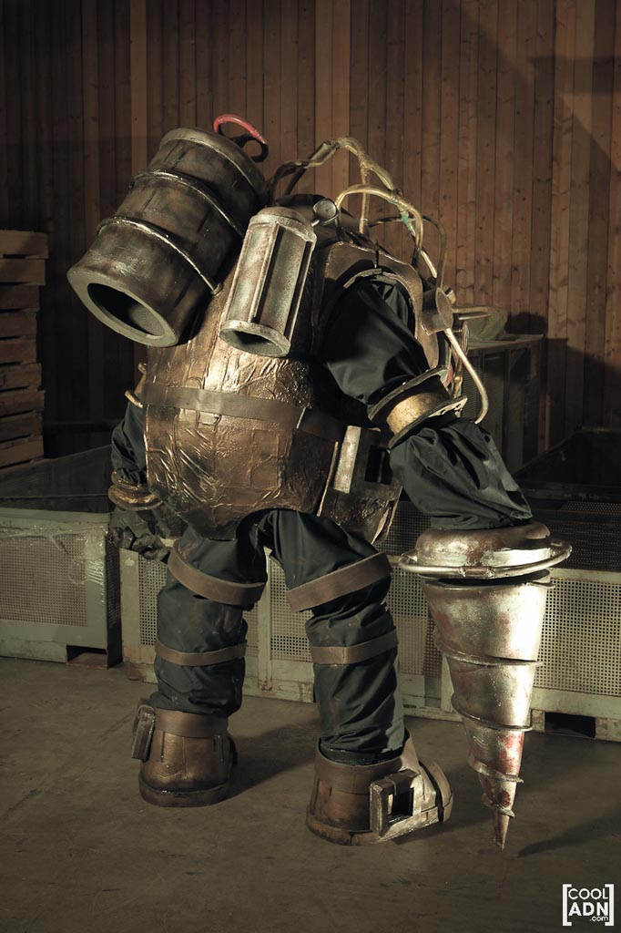 Incredible homemade bioshock big daddy costume gadgetsin for Big daddy s antiques