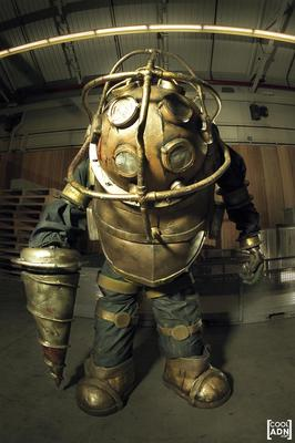 Incredible Homemade BioShock Big Daddy Costume