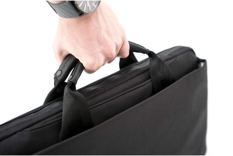 Slim Leather Messenger Bag