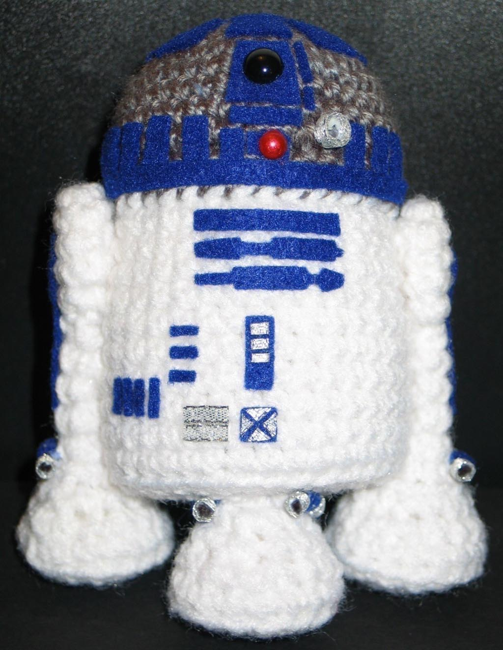 Free Crochet Star Wars Doll Patterns : Make Your Own Star Wars R2-D2 Amigurumi Gadgetsin