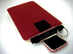 Famicom Styled Felt Gadget Case for Your iPhone and iPod Touch