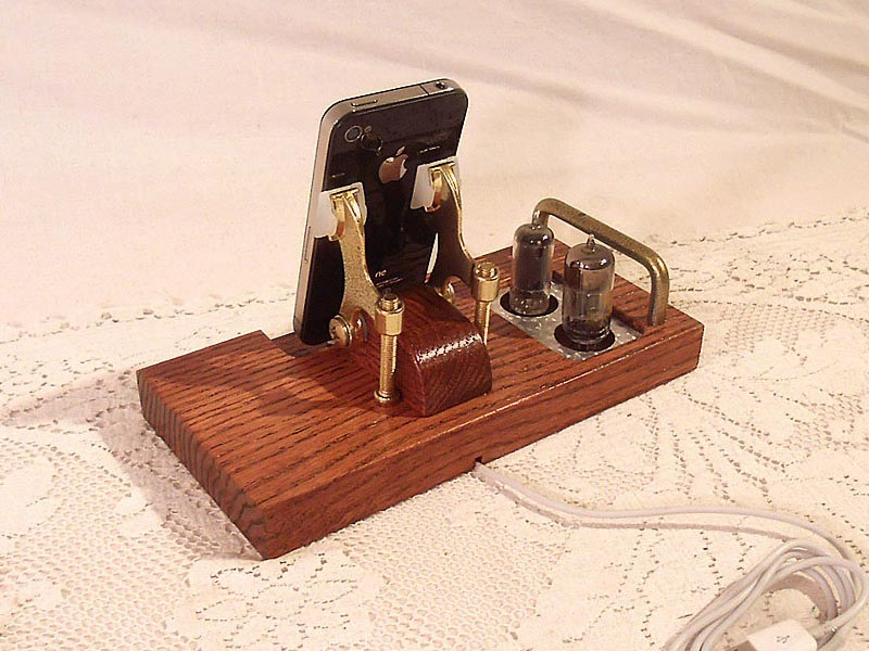 Vintage Handmade Docking Station for iPhone and iPod | Gadgetsin