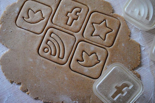 Social Media Icon Styled Cookie Cutter | Gadgetsin