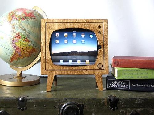 Handmade Retro TV Styled iPad Dock