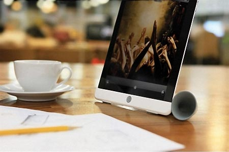 Bone Horn iPad 2 Stand Doubles As Audio Amplifier