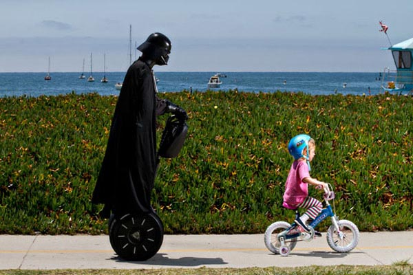 http://gadgetsin.com/uploads/2011/07/darth_vaders_summer_vacation_4.jpg