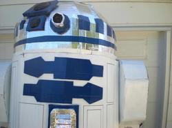 Giant R2-D2 from Canada Instead of The Universe of Star Wars