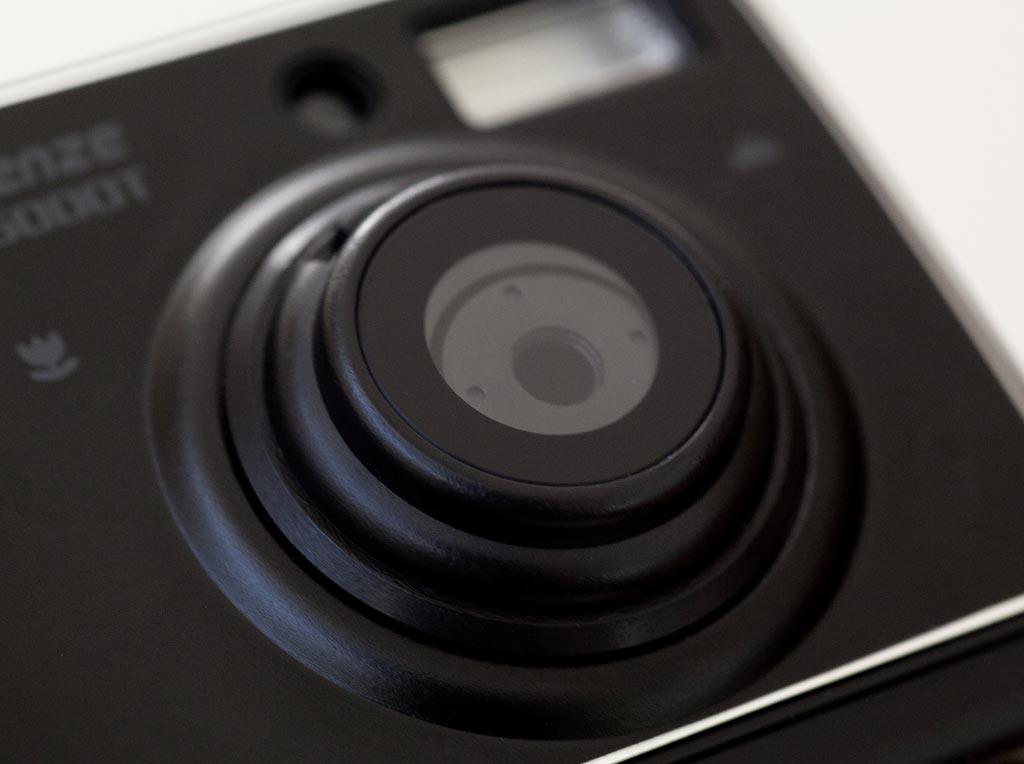 a digital camera born for tilt