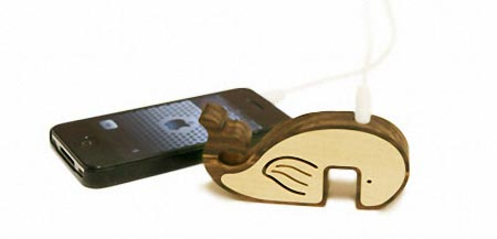 Whale Shaped Wooden Mini Speaker Doubled as iPhone Stand