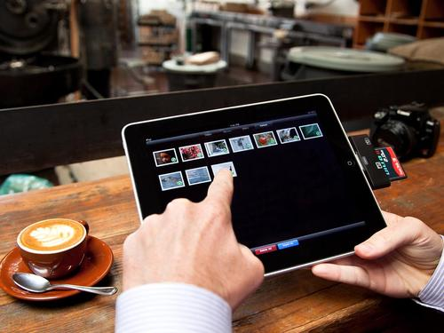 CF and SD card Readers for iPad