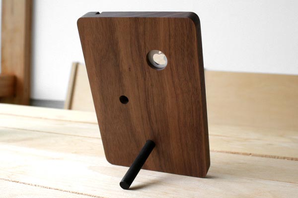 Hacoa BaseStation Wood iPhone 4 Stand