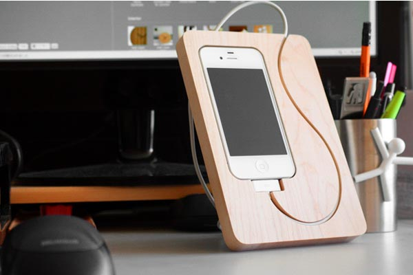 Hacoa Basestation Wood Iphone 4 Stand Gadgetsin