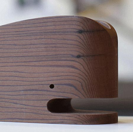 wood_whale_desk_orgainzer_2.jpg