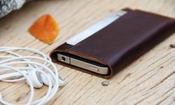 Minimalistic Leather iPhone 4 Case