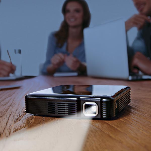 Pocket sized hdmi pico projector gadgetsin for Hdmi pocket projector