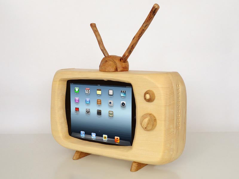 Retro TV Styled Docking Station for iPad