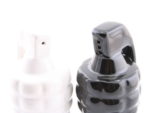 grenade_salt_and_pepper_shakers_3.jpg