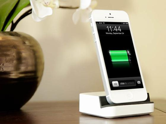 dock docking station for iphone 5 gadgetsin. Black Bedroom Furniture Sets. Home Design Ideas