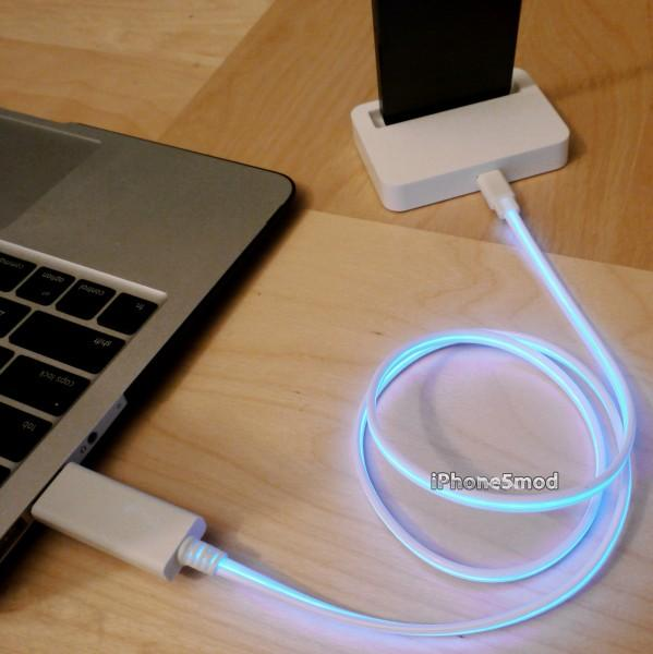 The Flash Lightning iPhone 5 Dock
