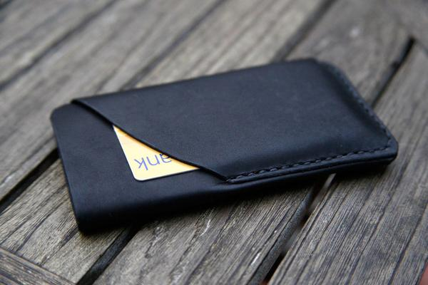 hot sale online 17dae 1f2b7 The Handmade Leather iPhone 5 Case with Card Holder | Gadgetsin
