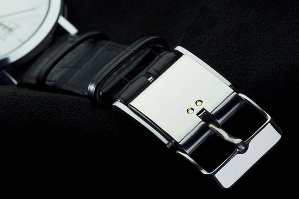 The Smart Buckle Turns Watch into Smartwatch