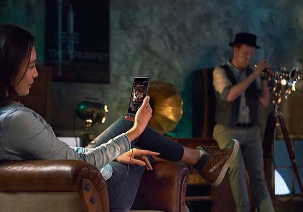 LG Q8 IP67 Smartphone